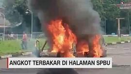 VIDEO: Angkot Terbakar di Halaman SPBU