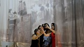 Pesta seni di Havana, Kuba dibuka akhir pekan ini. Itu merupakan pesta seni ke-13 yang digelar dua tahun sekali, atau kali ini disebut Havana's 13th Biennial. (AP Photo/Ramon Espinosa)