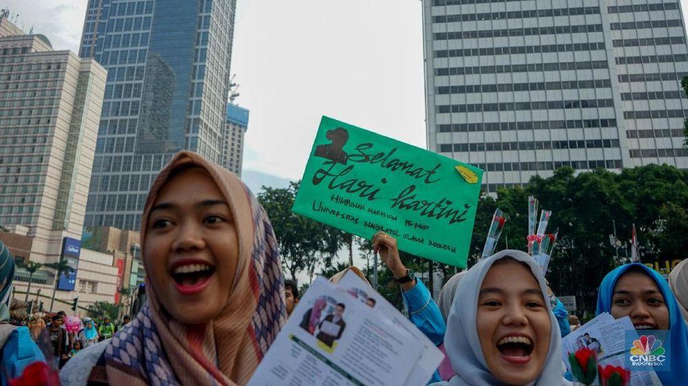 Kartini dikenal sebagai pelopor kebangkitan perempuan pribumi.