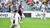 Cristiano Ronaldo sempat frustrasi gagal mengkonversi peluang menjadi gol. Dari enam tembakan yang ia lepaskan, hanya satu tepat sasaran ke gawang Fiorentina. (REUTERS/Massimo Pinca)