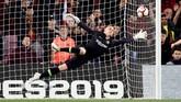 Kiper Barcelona Marc-Andre ter Stegen melakukan penyelamatan. Di babak kedua Sociedad beberapa kali mengancam gawang Barcelona. (REUTERS/Albert Gea)