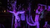 Sejumlah penari menampilkan tarian saat kegiatan 21 jam