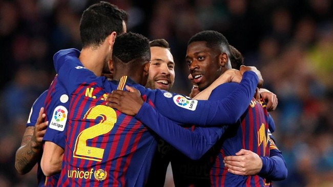 Kemenangan atas Sociedad membuat Barcelona tinggal butuh dua kemenangan untuk merebut gelar La Liga Spanyol musim ini. (REUTERS/Albert Gea)