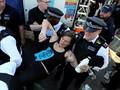 Aksi Massa Aktivis Lingkungan Duduki London Repotkan Polisi