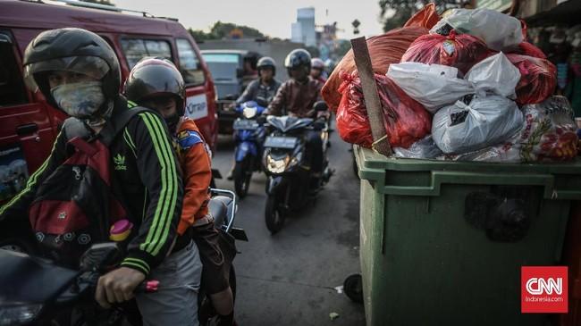 Jumlah tersebut akan terus meningkat seiring dengan peningkatan jumlah kebutuhan manusia yang kian hari terus bertambah. (CNN Indonesia/Bisma Septalisma)