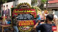 Karangan Bunga 'Prabowo Presiden' Bertebaran di Kertanegara