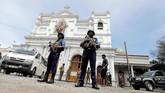Hari Paskah di Minggu (21/4) pagi tenang di Sri Lanka mendadak sirna. Bommeledak ditiga gereja padat jemaat dan membuat perayaan umat Kristianipenuh duka. (REUTERS/Dinuka Liyanawatte)