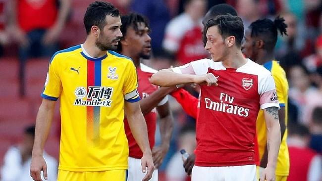52 - Mesut Oezil terlibat dalam 52 gol di Stadion Emirates. Gelandang Jerman itu mencetak 20 gol dan mengirim 32 assist dalam laga kandang Arsenal. (Action Images via Reuters/Matthew Childs)