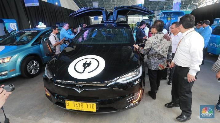 Beli Mobil Tesla Model X & BYD, Blue Bird Habiskan Berapa?