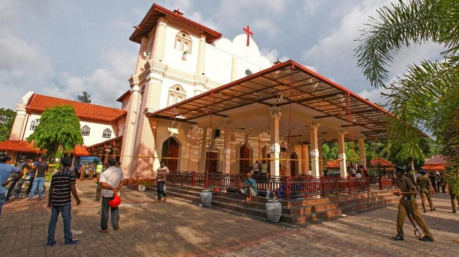 Rangkaian insiden ini bermula sekitar pukul 8.45 waktu setempat, ketika ledakan terjadi serentak di Hotel Shangri-La di Kolombo, Hotel Kingsbury, Gereja St. Anthony di Kochchikade, dan Gereja Katolik St. Sebastian di Negombo. (Reuters/Stringer)