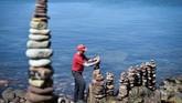Batu-batu diberdirikan tegak murni dengan ketepatan peletakan antara satu batu dengan lainnya.