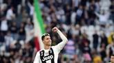 1 -Cristiano Ronaldo menjadi satu-satunya pemain yang pernah menjadi kampiun Liga Inggris, Liga Spanyol dan Liga Italia. (REUTERS/Massimo Pinca)