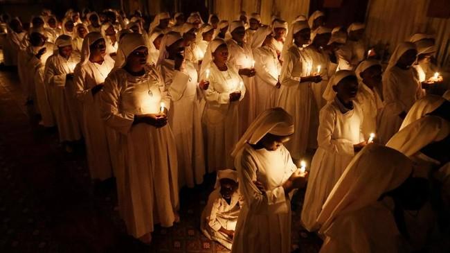 Umat Kristiani di seluruh dunia merayakan Paskah. Hari yang diperingati sebagai kebangkitan Yesus Kristus ini diwarnai oleh ragam perayaan menarik. (REUTERS/Thomas Mukoya)