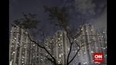 Dominasi Jakarta sebagai pusat bisnisa dan pemerintahan berbanding lurus dengan pembangunan kota. Lahan-lahan hijau berevolusi menjadi tumpukan kaca gedung bertingkat. (CNN Indonesia/Adhi Wicaksono)