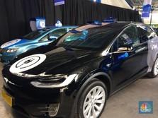 Wow, Ini Dia Mobil Listrik Tesla e-Taxi Milik Blue Bird