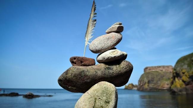 Gaya yang paling susah untuk dilakukan adalah rock stacking. Dalam gaya ini, batu-batu disusun secara vertikal.