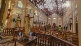 Perayaan Paskah di Sri Lanka bersimbah darah karena delapan serangan bom di sejumlah gereja dan hotel mewah pada Minggu (21/4). (AP Photo/Chamila Karunarathne)