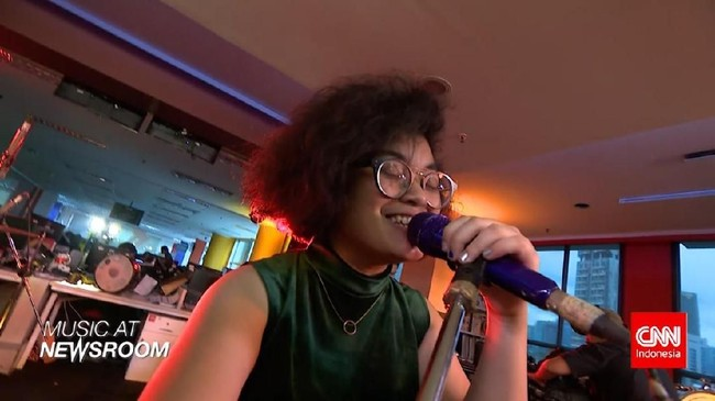 Music at Newsroom: Dhira Bongs - 'Strugglin'