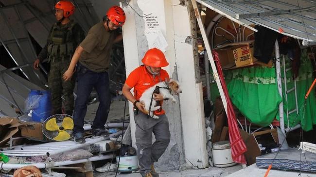 Filipina seperti Indonesia rawan bencana alam karena terletak di Cincin Api Pasifik yang aktif secara seismik. (REUTERS/Eloisa Lopez)