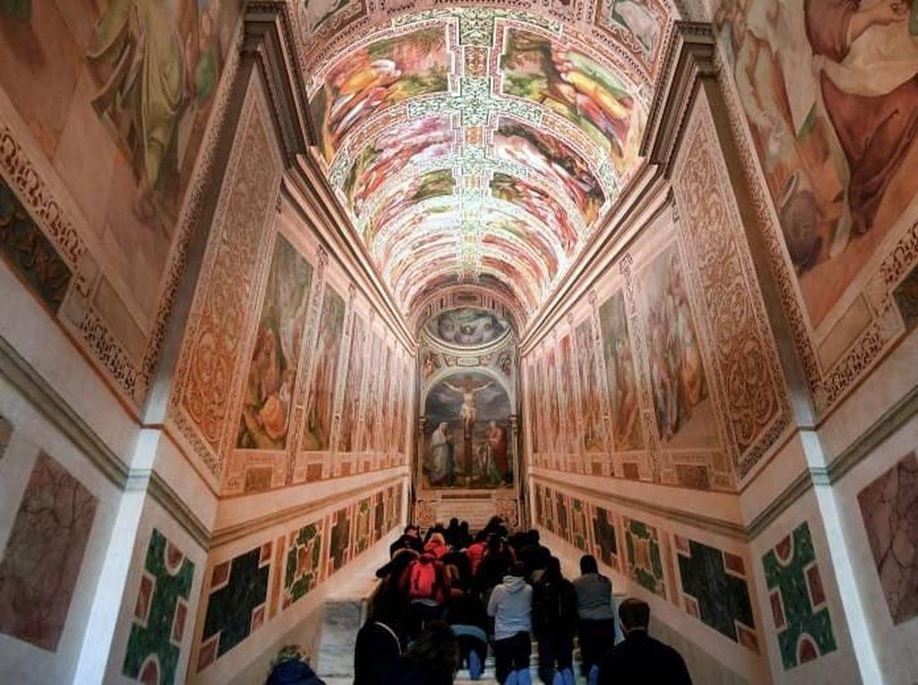 Vatikan Buka Tangga Suci yang Dilewati Yesus