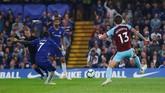 Beruntung Chelsea memiliki N'Golo Kante. Gelandang pekerja keras yang muncul sebagai pemecah kebuntuan sekaligus menyamakan kedudukan menjadi 1-1. (REUTERS/Eddie Keogh)