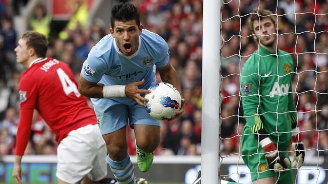 Manchester City meraih kemenangan telak 6-1 atas Man United di Old Trafford pada 23 Oktober 2011. Itu menjadi kemenangan terbesar Man City atas Man United dalam Derby Manchester. Gol Man City dicetak Mario Balotelli dan Edin Dzeko yang mengemas dua gol, sisanya dilesakkan Sergio Aguero dan David Silva.(REUTERS/Darren Staples)