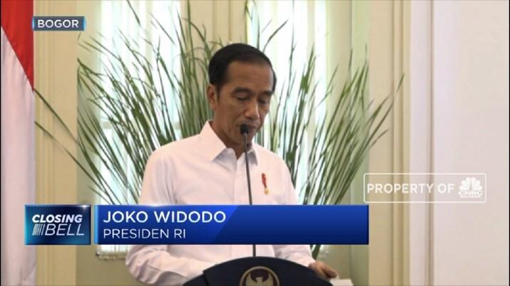 Cegat Mobil Jokowi, Emak Berdaster di NTB Tengkurap di Jalan