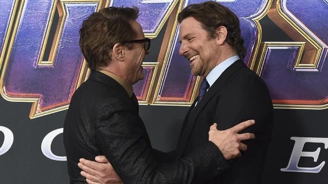Kemesraan Tony Stark dan Rocket pun ditampilkan oleh Robert Downey Jr dan Bradley Cooper di acara tersebut. (Jordan Strauss/Invision/AP)