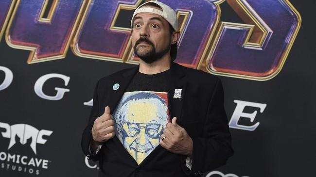 Kevin Smith juga ikut meramaikan karpet merah 'Avengers: Endgame' sebagai undangan. Ia datang dengan kaus bergambar wajah Stan Lee.(Jordan Strauss/Invision/AP)