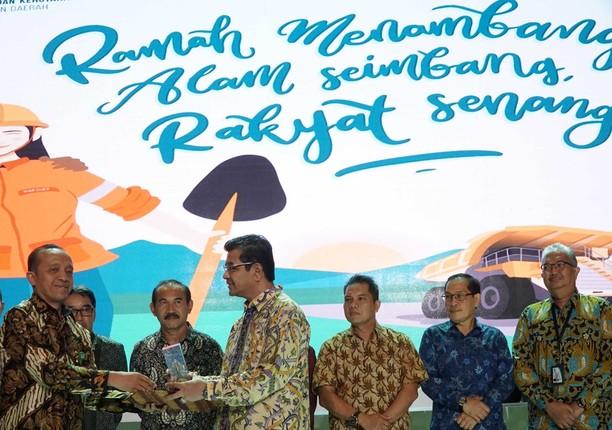KLHK Beri Penghargaan ke Semen Indonesia