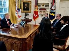 Kehilangan Ratusan Ribu Follower, Trump Ngeluh ke Bos Twitter
