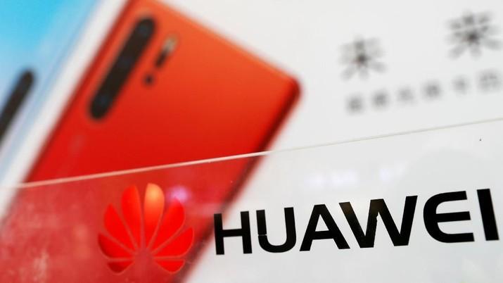 Trump Larang Perusahaan AS Pakai Perangkat Huawei Cs?