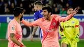 Setelah bermain imbang tanpa gol pada babak pertama, Carles Alena membuka kemenangan Barcelona berkat gol pada menit ke-54 memanfaatkan umpan Sergi Roberto. (REUTERS/Vincent West)