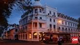 Kota Kandy dapat ditempuh dalam waktu lima jam dari Kolombo. Kota ini memanjakan pengungjung dengan cuacanya yang sejuk. Bangunan peninggalan Inggris juga masih banyak ditemui di sini. (CNNIndonesia/Safir Makki)