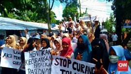 Emak-emak 'Kobarkan Perang' Desak KPU Berlaku Jujur