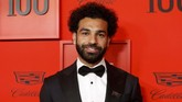 Mohamed Salah berpose ketika tiba di Time 100 Gala merayakan 100 orang paling berpengaruh versi majalah Time di New York, Amerika Serikat, Selasa (23/4) malam waktu setempat. (REUTERS/Andrew Kelly)