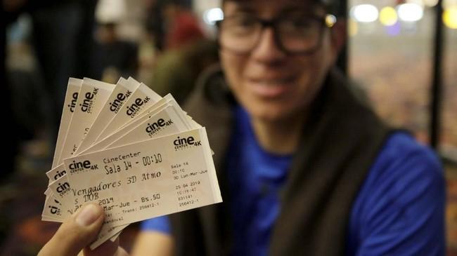 Penggemar bukan hanyamenontonsendiri, melainkan bersama sesama fan. (REUTERS/David Mercado)