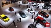 Suasana hari pertama gelaran Indonesia International Motor Show (IIMS) 2019 di JIExpo Kemayoran, Jakarta. (CNN Indonesia/Hesti Rika)
