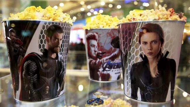 Bioskop pun menyesuaikan diri dengan demam 'Avengers: Endgame', seperti membuat bucket popcorn dengan tema para pahlawan Marvel.(REUTERS/David Mercado)
