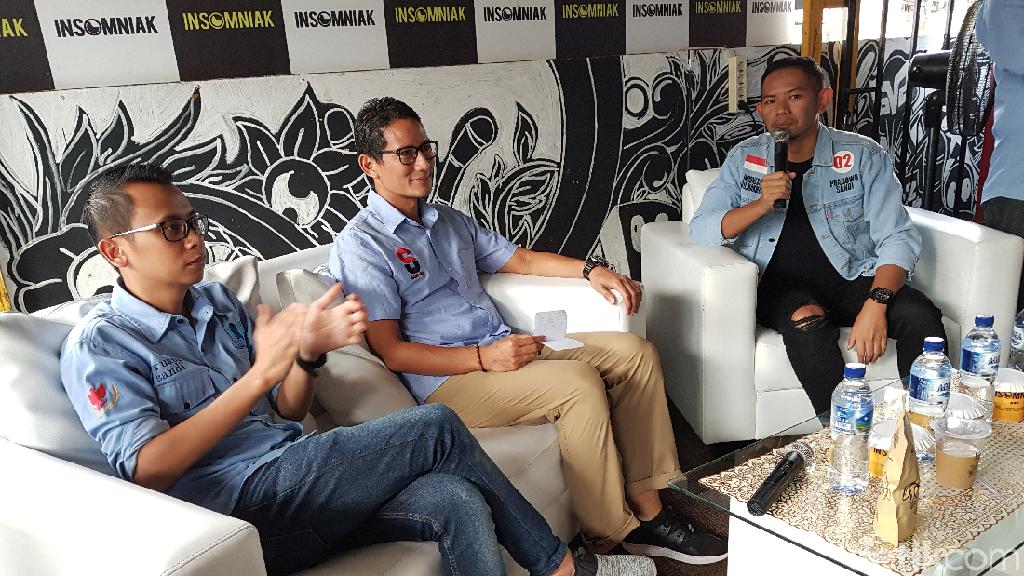 Sandiaga Tinjau Relawan yang Kawal C1 di Tangerang Selatan