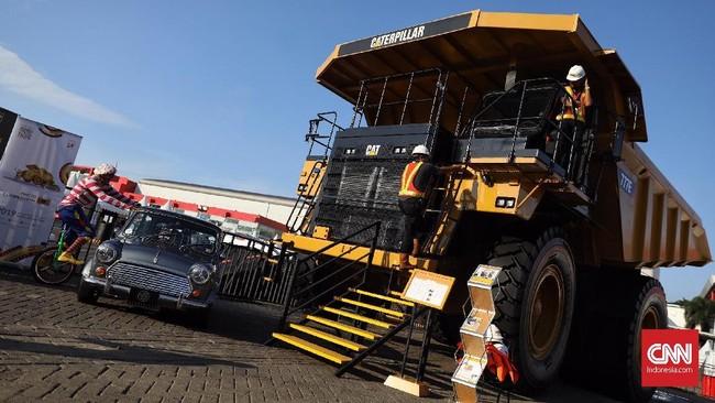 Indonesia International Motor Show (IIMS) 2019 juga diramaikan kendaraan berat yang umumnya digunakan untuk pertambangan. (CNN Indonesia/Hesti Rika)