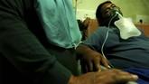 Jumlah petugas yang sakit dan harus dirawat tercatat mencapai lebih dari 500 orang.(ANTARA FOTO/Oky Lukmansyah)