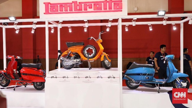 Motor Lambretta mengumumkan hadir di Indonesia melalui acara Indonesia International Motor Show (IIMS) 2019 yang berlangsung di JIExpo Kemayoran, Jakarta, 25 April 2019. (CNN Indonesia/Hesti Rika)