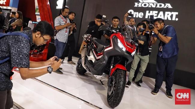 Honda X-ADV di gelaran Indonesia International Motor Show (IIMS) 2019 yang berlangsung di Jiexpo Kemayoran, Jakarta, 25 April 2019. (CNN Indonesia/Hesti Rika)