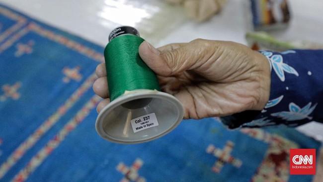 Beberapa hal yang dipelajari dalam metode konservasi tekstil yakni perawatan rutin, identifikasi kerusakan, cara perbaikan, dan penyimpanan. (CNN Indonesia/Adhi Wicaksono)