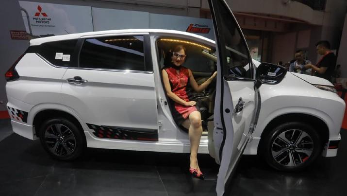 Penurunan penjualan mobil pada Januari-Oktober 2019 secara nasional dari Januari-Oktober 2018 menjadi tekanan bagi dua saham industri otomotif.