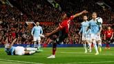 Setelah gol Bernardo Silva, Jesse Lingard gagal memaksimalkan peluang untuk menyamakan kedudukan. REUTERS/Phil Noble)