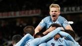 Pemain-pemain Manchester City termasuk Oleksandr Zinchenko merayakan gol Leroy Sane. (Action Images via Reuters/Carl Recine)