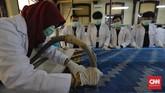 Workshop terbagi dalam empat jenis, di antaranya workshop konservasi lukisan, konservasi tekstil, konservasi kertas, dan konservasi logam.(CNN Indonesia/Adhi Wicaksono)