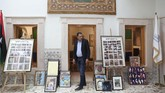 Tripoli boleh berperang, tapi hati Mustafa Iskandar tak ikut panas. Seiring perang yang kembali berkecamuk di Libya, pebisnis itu membuka galeri seni dan pusat budaya. (REUTERS/Ahmed Jadallah)